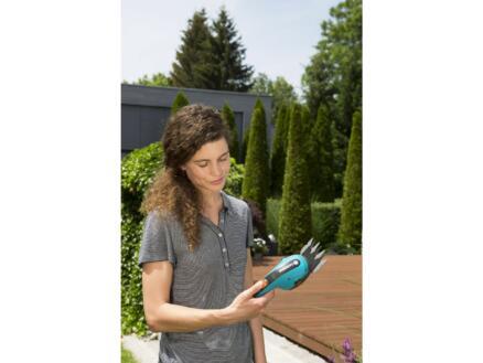 Gardena ClassicCut taille-haies / cisaille à gazon sans fil 3,6V Li-Ion 8cm + manche télescopique orientable avec roues + chargeur