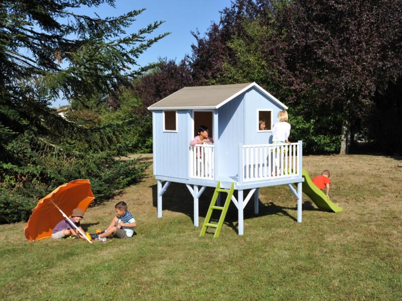 Soulet Tiphaine cabane enfant sur pilotis + toboggan vert